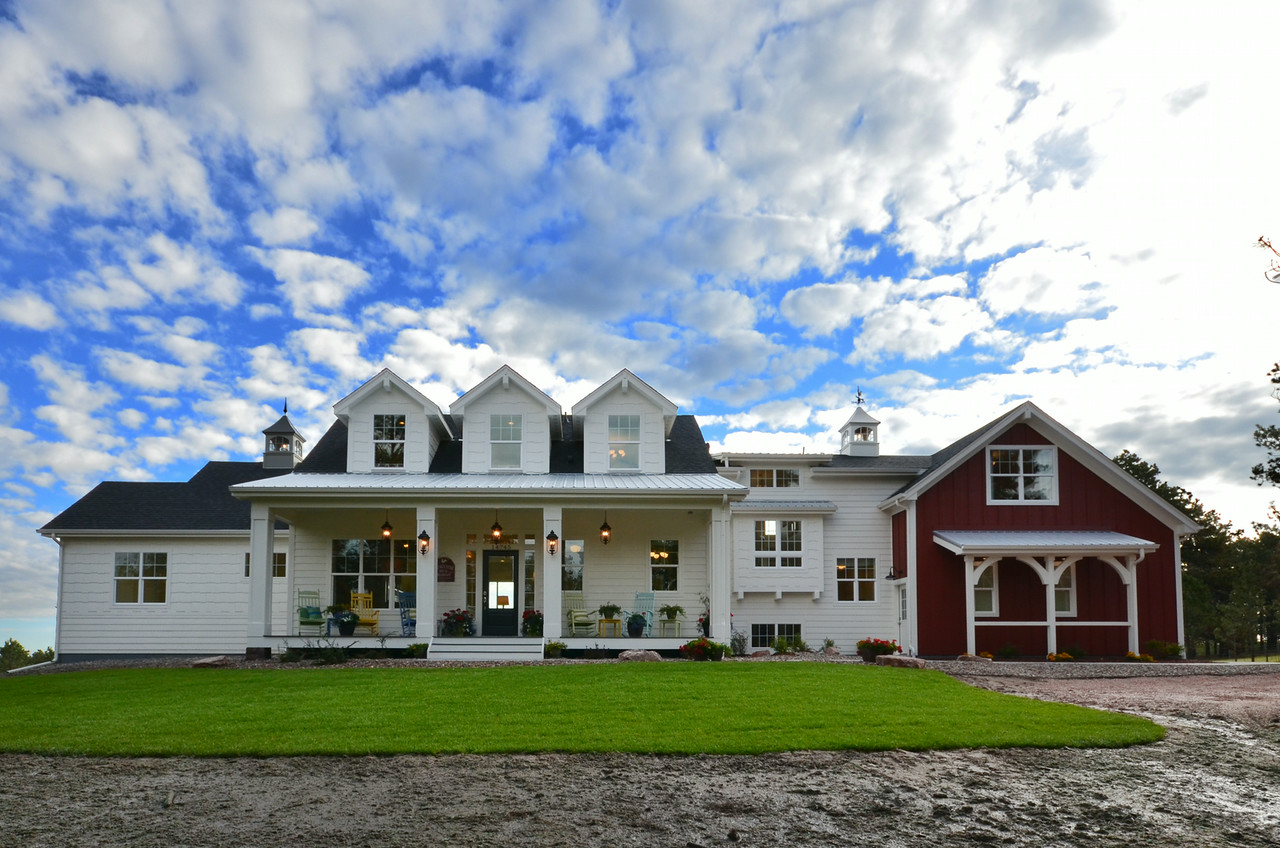 Modern Meets Traditional In This Award Winning Farmhouse