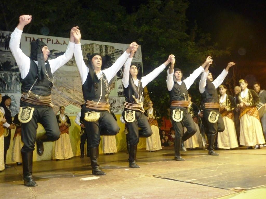 "Dance Greek With Me: Το νέο challenge με ποντιακό χορό που έχει ""τρελάνει"" το διαδίκτυο"