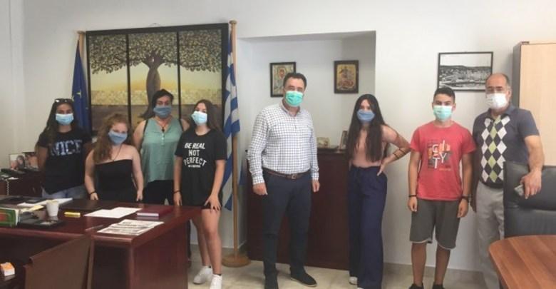 Με τα λεφτά της εκδρομής αγόρασαν και πρόσφεραν μάσκες στο Νοσοκομείο Μυτιλήνης