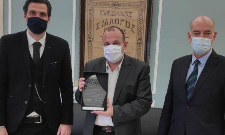 Βραβείο στον Γιώργο Σαραντάκο από τον Εμπορικό Σύλλογο Πειραιά
