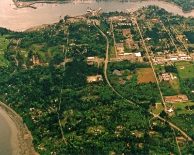 1992 aerial view of Winslow from the north, looking down Highway 305 and Madison Ave toward the buildings of Winslow (before City Hall existed in 2000)