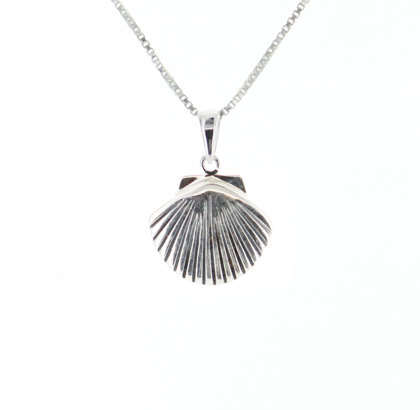 925 Sterling Silver Scallop Shell Pendant