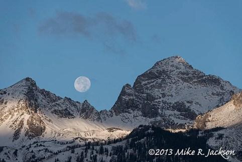 Web Buck Mtn Moon Full Frame_Oct20
