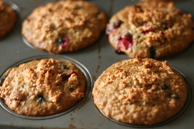 Gluten-Free Blueberry Cranberry Oat Muffins with Maple Cashew Crunch Topping #coolerwithalmondbreeze