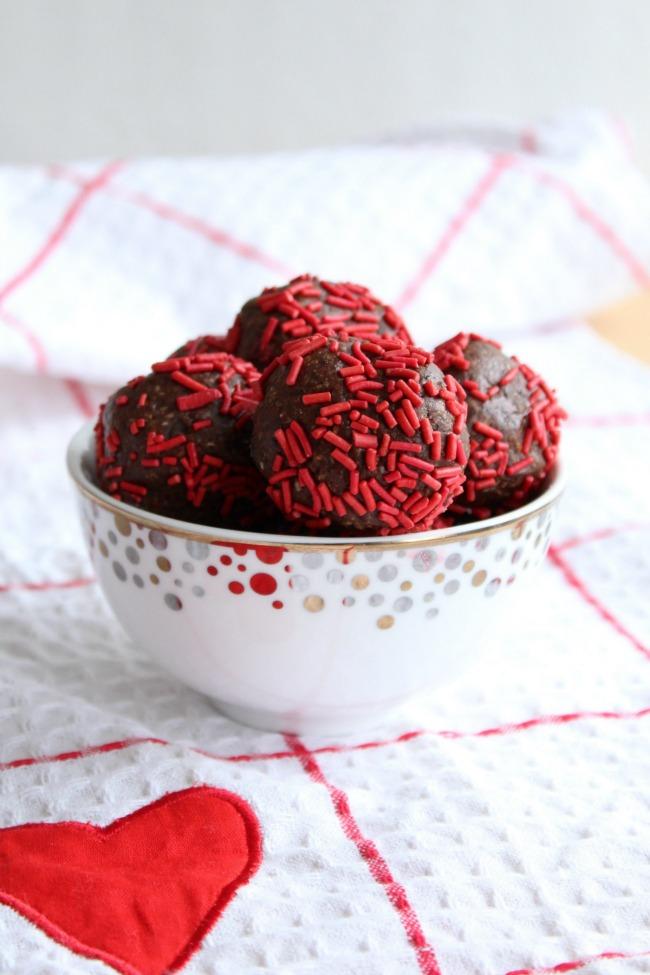 Valentine's Day Chocolate Peanut Butter Snack Bites bestofthislife.com
