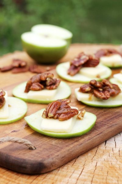 Apple Slices with Cheese & Pecan Topping