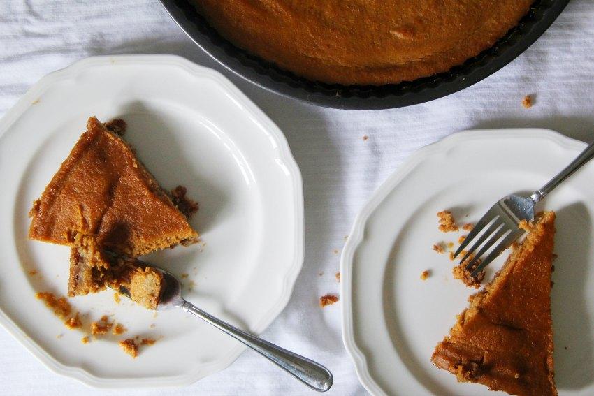 pumpkin-tart-made-with-gluten-free-graham-crackers