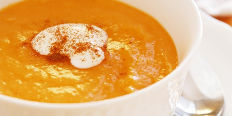 Simple & Healthy Sweet Potato Ginger Soup + A Round Up of Hearty Sweet Potato Recipes From The #FoodieMamas