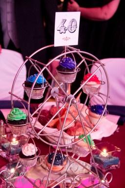 Dinner centerpiece: Cupcakes in a ferris wheel