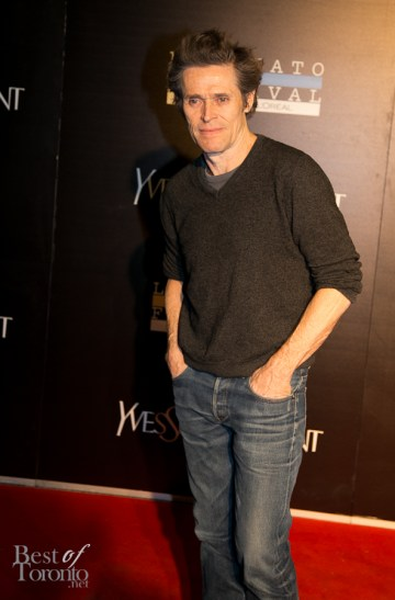 Willem Dafoe, wearing jeans at a gala because he can.