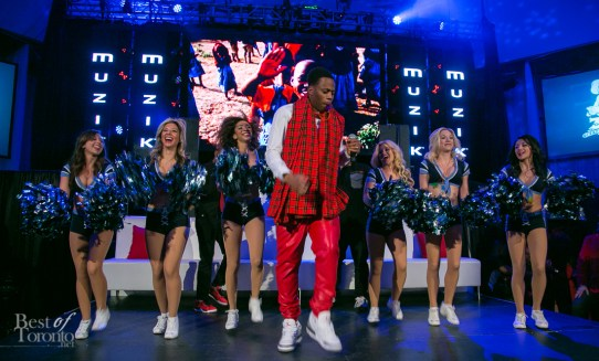 Kardinal Offishall dancing on stage