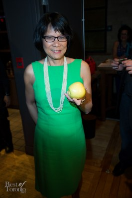 Olivia Chow and her apple