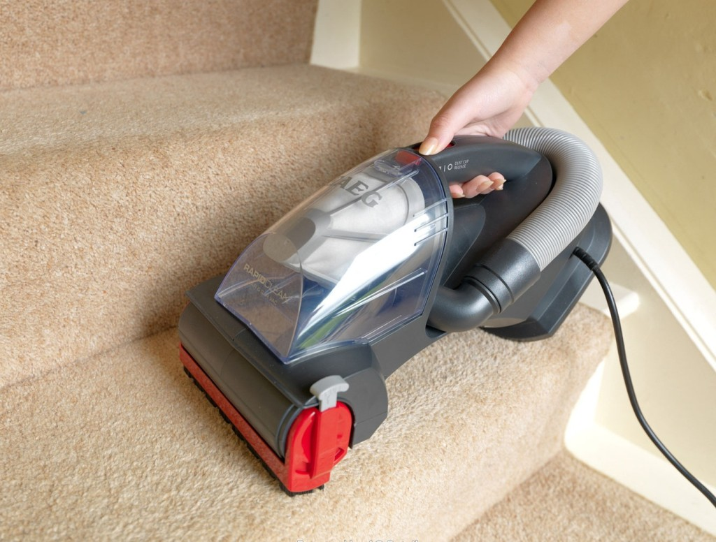 Best Vacuum for Stairs – Top Rated For Carpeted and Hardwood