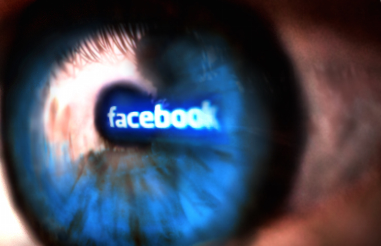 Facebook banner reflected on the eyes