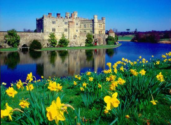 Leeds Castle in UK - Leeds Castle view in spring