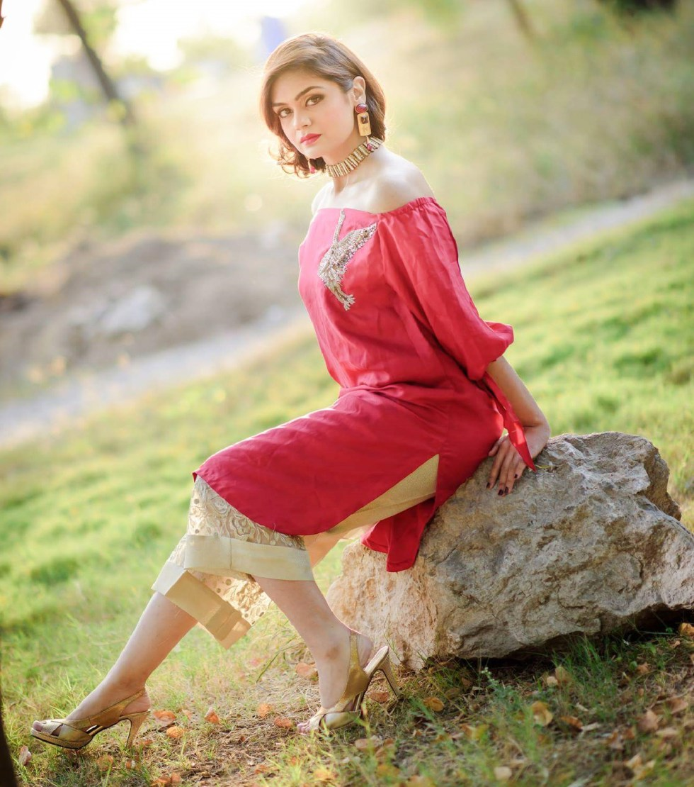 New Off The Shoulder Dresses Fashion In Pakistan 2017 ...