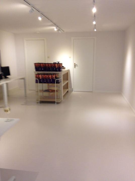 Witte gietvloer Den Haag kantoorkwaliteit Best Vloerrenovatie Best Building Service B.V.