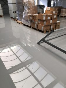 Industriële rolcoating entresolvloer Den Haag 400 m2 Best Vloerrenovatie Best Building Service B.V.