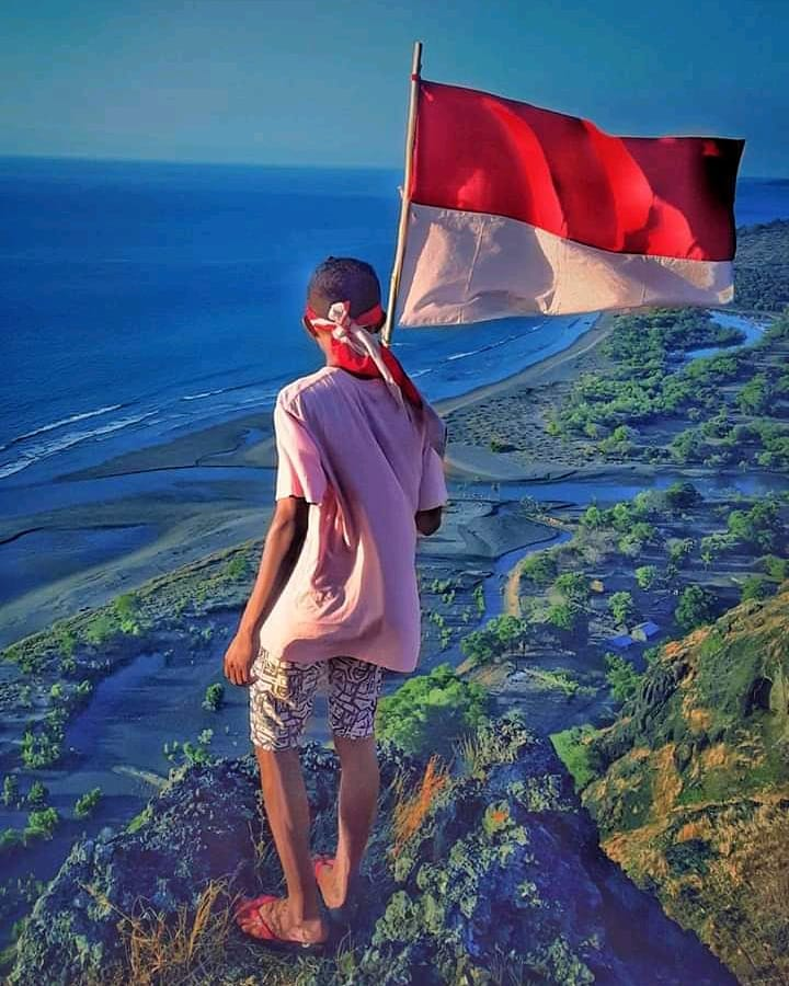 Oebubun. Itulah nama sebuah pantai wisata yang mulai dilirik wisatawan, terletak di desa Oepuah Kecamatan Biboki Moeleu, Kabupaten Timor Tengah Utara (TTU).