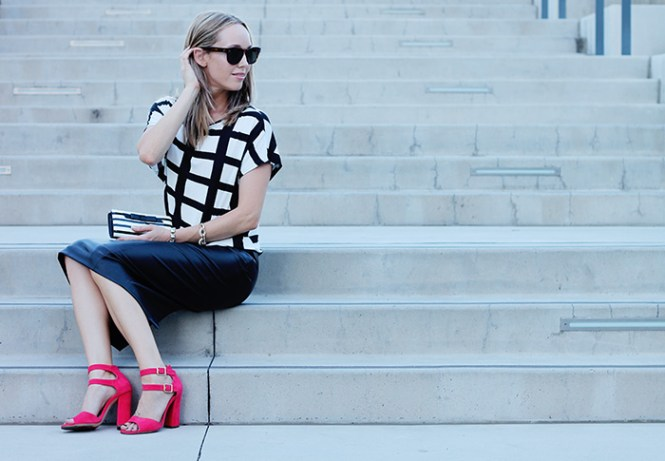 window pane print, black and white check, black pencil skirt, zara pencil skirt, kate spade waller, striped wallet, black and white wallet, red sandals, heeled sandals, red heels, summer outfit ideas, mom fashion bloggers