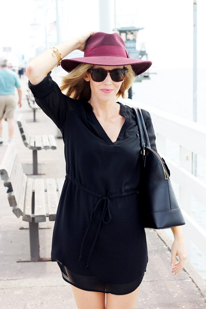 black dress, maroon fedora, maroon hat, hat and dress, weekend dresses, casual dresses, mom style blog