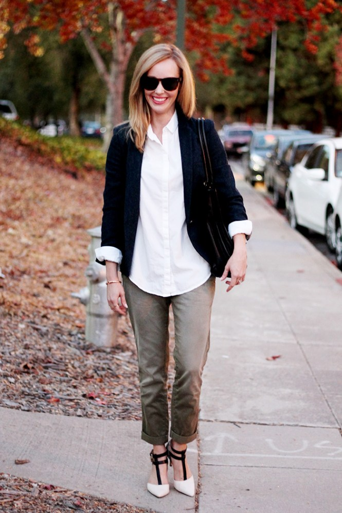 DSW pumps, work outfit ideas, business casual, urban outfitters button down, white button downs, current elliot pants