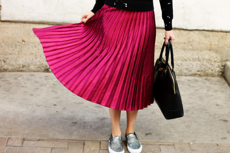 pleated skirt with Vans