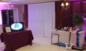 Open setup with slideshow and props