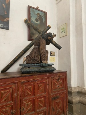 Another sculpture of Jesus with the cross
