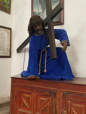 Sculpture of Jesus in blue gown with the cross