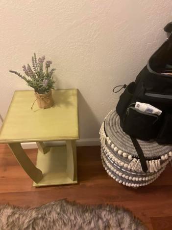 Pretty lavendar decoration, cute little table & pretty basket