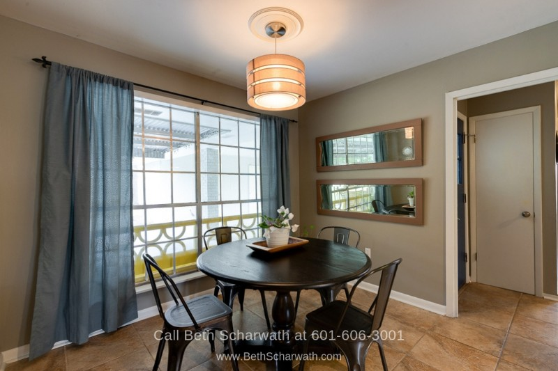 Hattiesburg MS Homes for Sale - Get more counter space with the breakfast nook of this Hattiesburg home for sale.