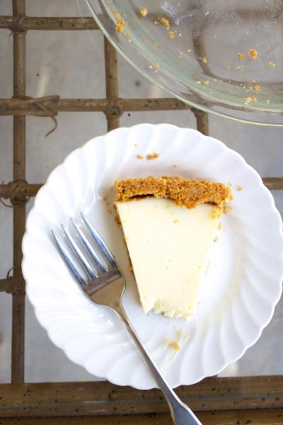 lemon pie with graham cracker crust