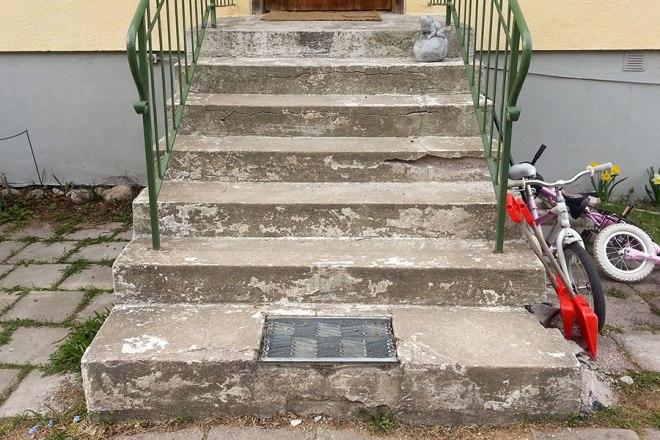 Sliten betongtrappa i behov av renovering