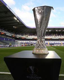 La coppa d'argento per il vincitore dell'Europa League