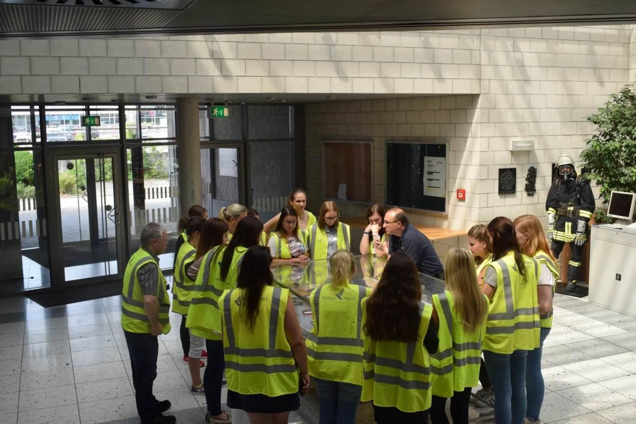 Briefing in der Feuerwache am Stuttgarter Flughafen