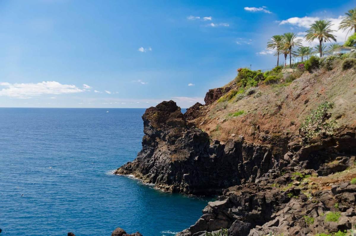 Steile Küste auf Madeira