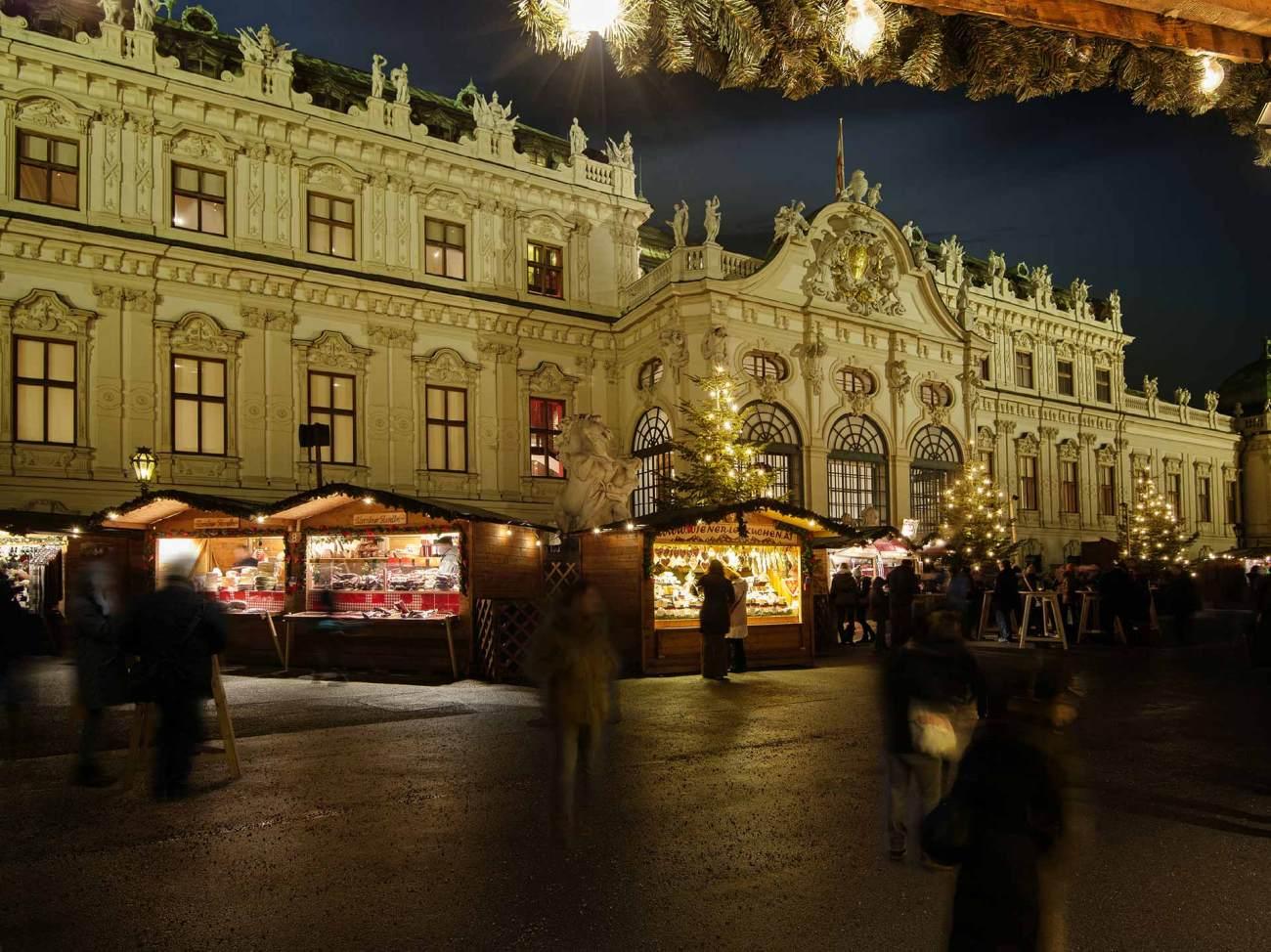© WienTourismus/Christian Stemper: Weihnachtsdorf Schloss Belvedere
