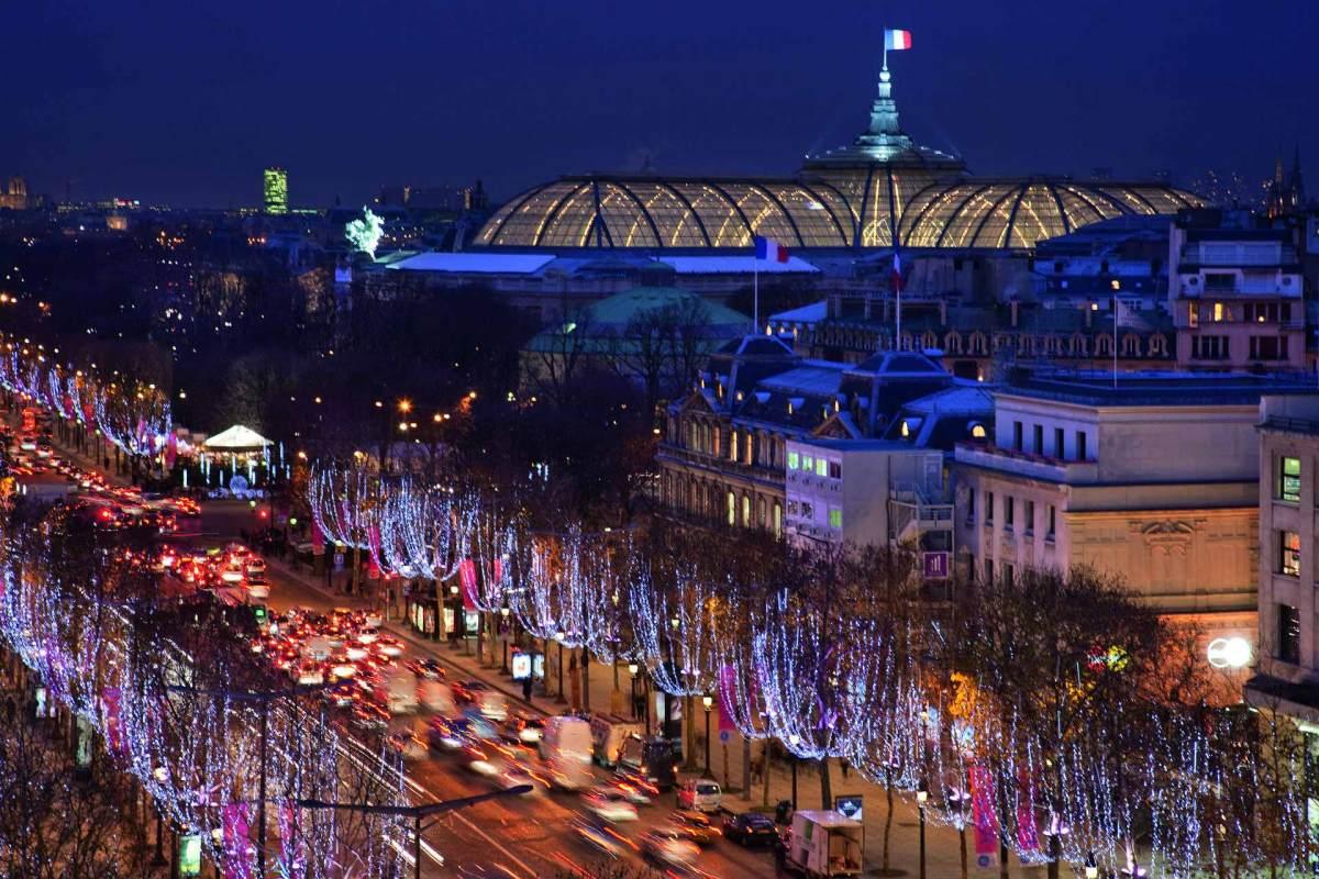 Historisches Foto vom Weihnachtmarkt in Paris aus den vergangenen Jahren