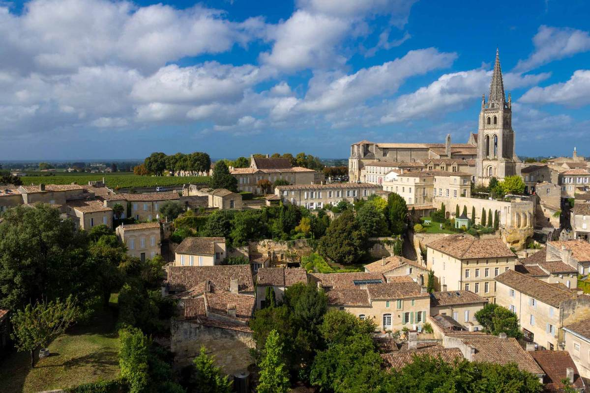 Die Altstadt von Saint-Émilion in der Nähe von Bordeaux