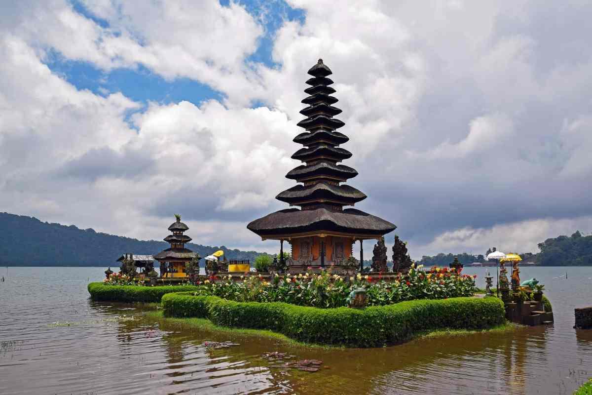Pagoden überall auf Bali