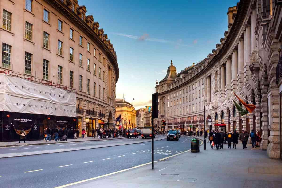 Ein typischer Straßenzug im Stadtbild von London
