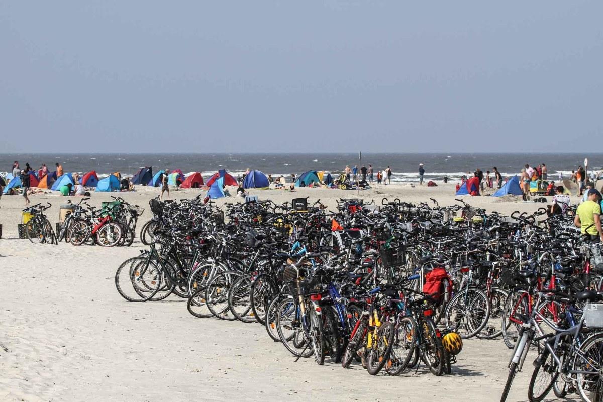 Fahrräder am Ostseestrand