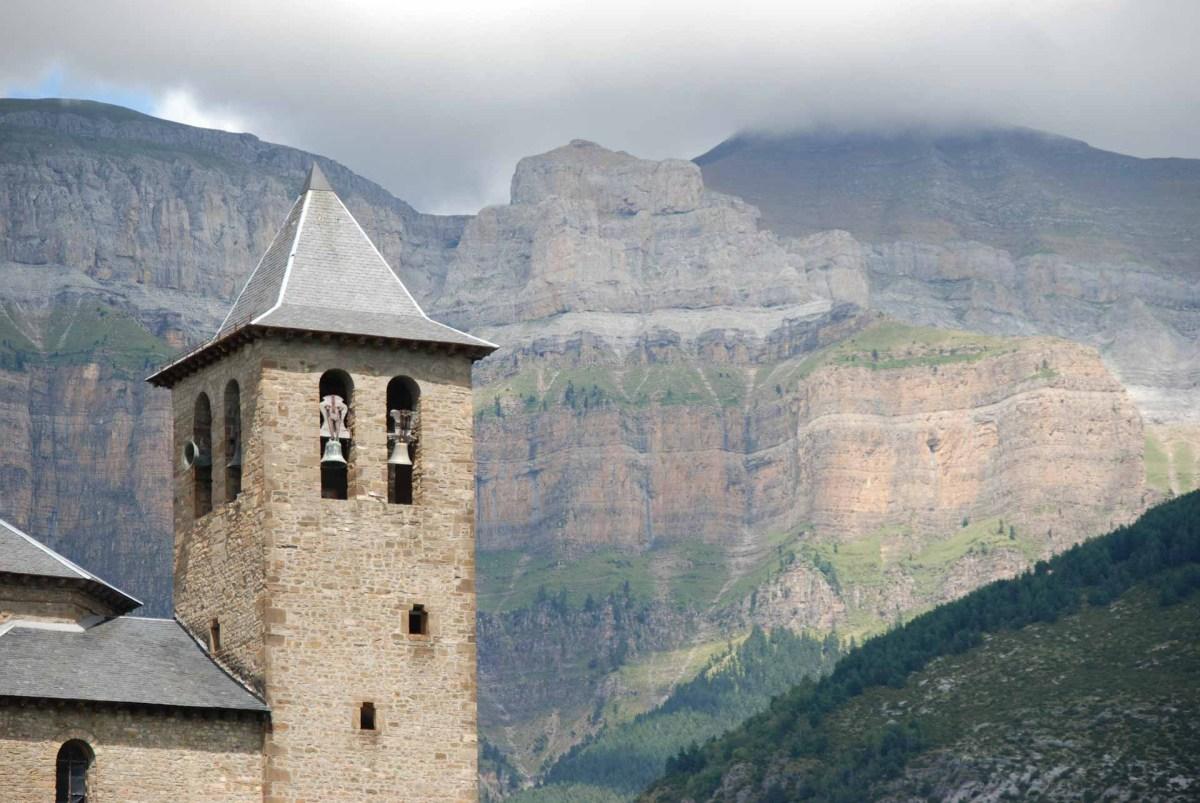 Torla Kirche & Berge