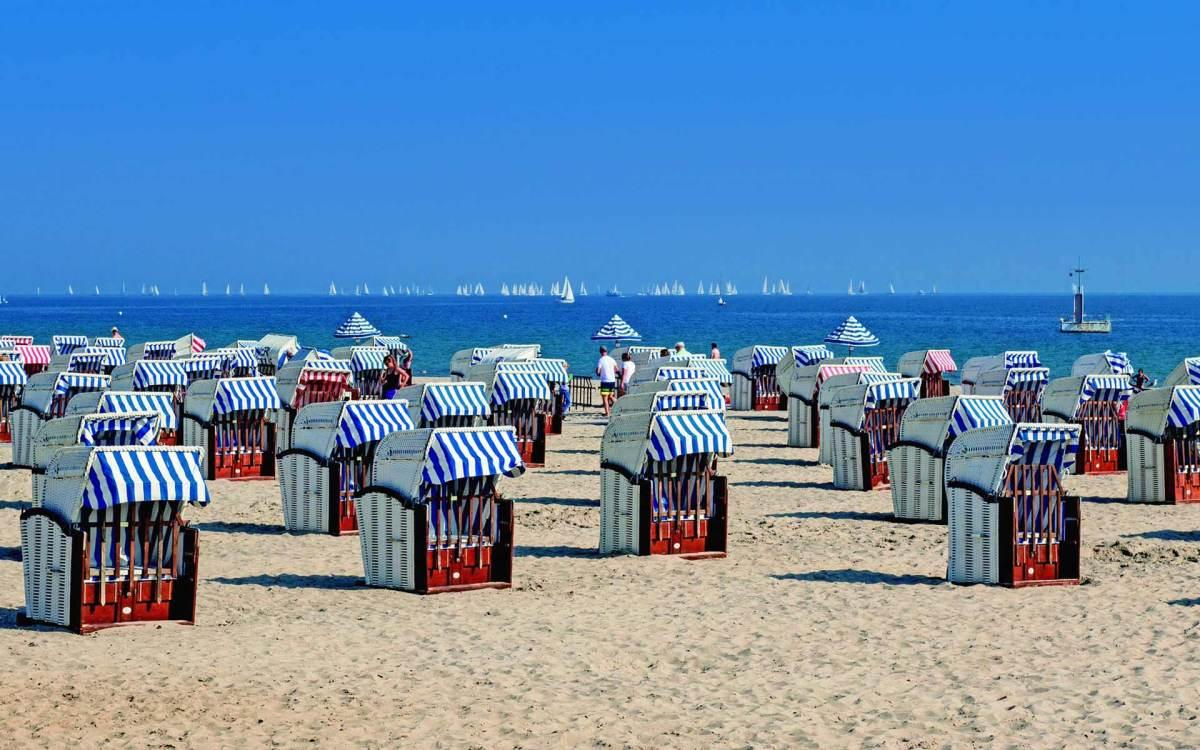 Strandkörbe am Ostseestrand