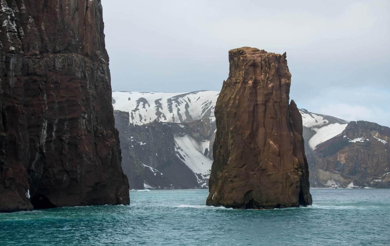 Schmale Einfahrt in die Caldera von Deception Island