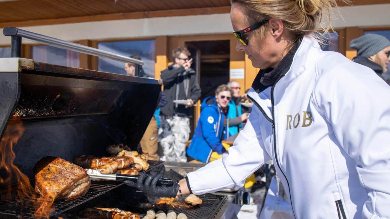 Jule Deutsch, GM ROBINSON Club Arosa in action auf der Hütte (Mittelstation Weisshorn Bahn)