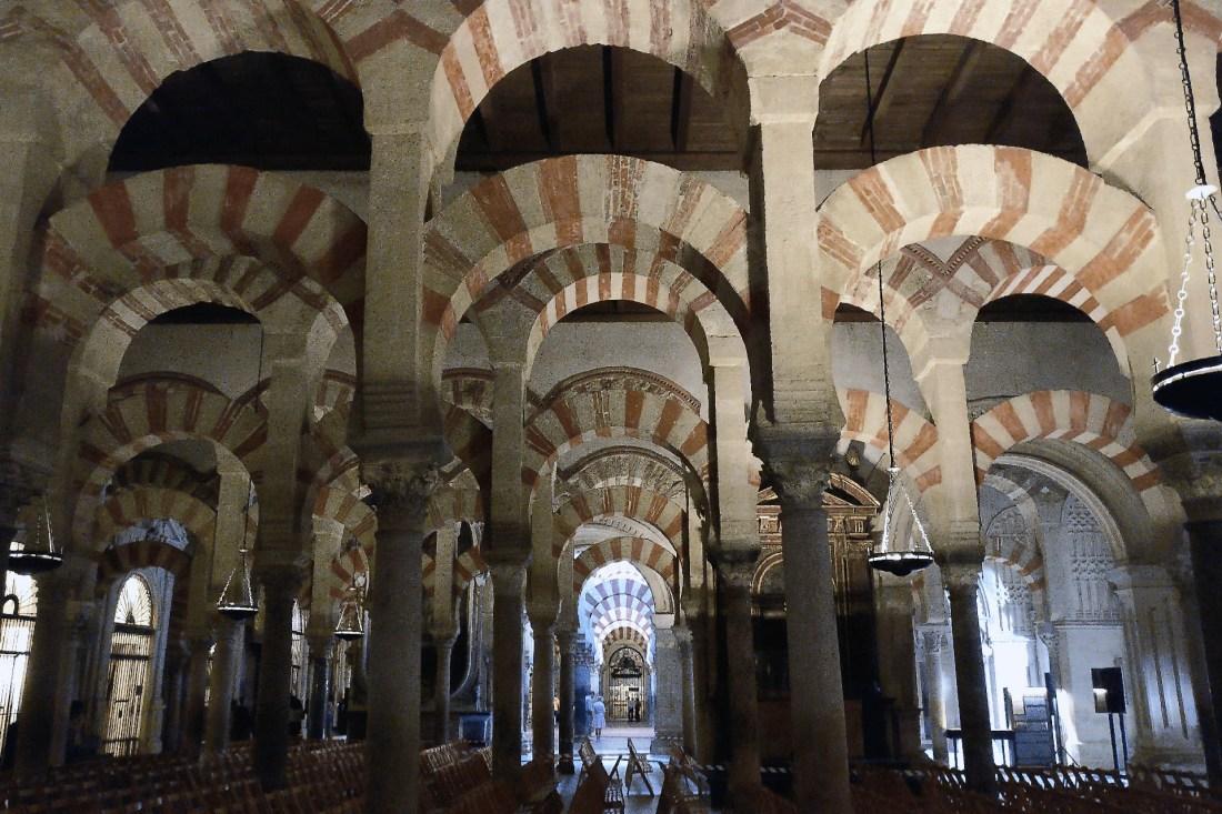 Säulen der Mezquita-Catedral de Córdoba