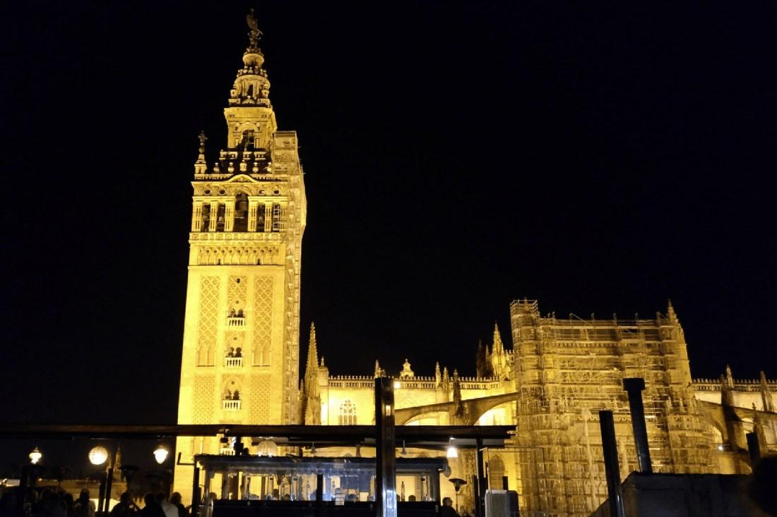 Kathedrale von Sevilla von der Dachterrasse des EME aus