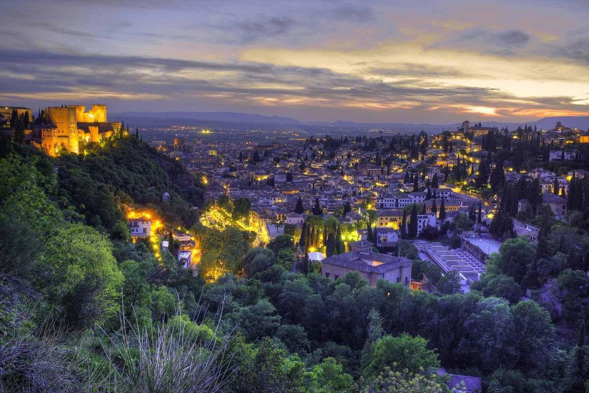 Granada Blick von der Alhambra bei Nacht